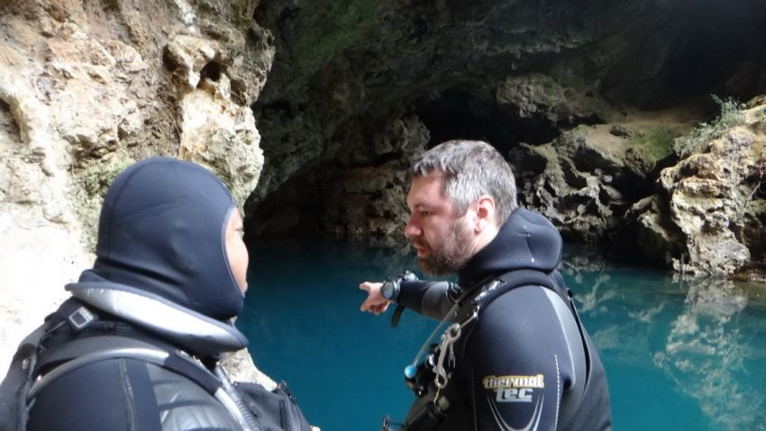 cave diving in mui chau