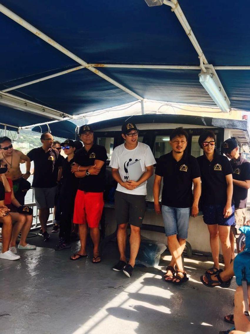 Underwater clean up event